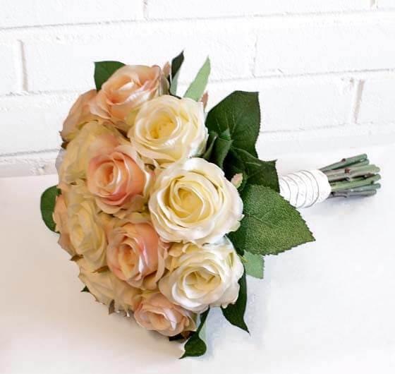 Brudbukett, rundbunden, konstgjorda blommor