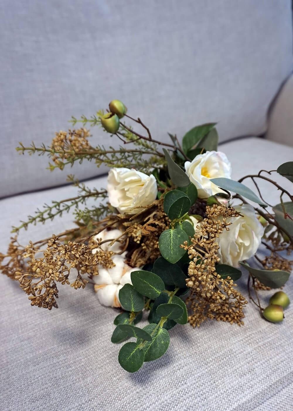Bukett, Sweet Cotton, handbunden bukett med konstgjorda blommor
