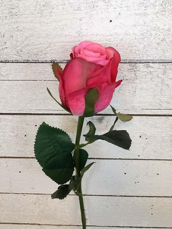 Ros, cerise rosa med ljusare mitt, konstgjord blomma